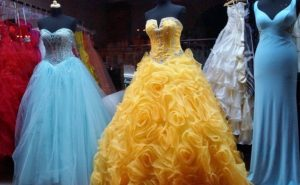 Pestrofarebné dámske spoločenské šaty