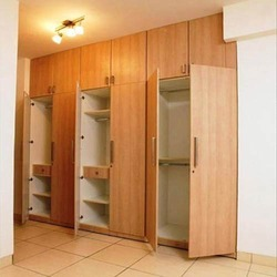 Drevené vstavané skrine